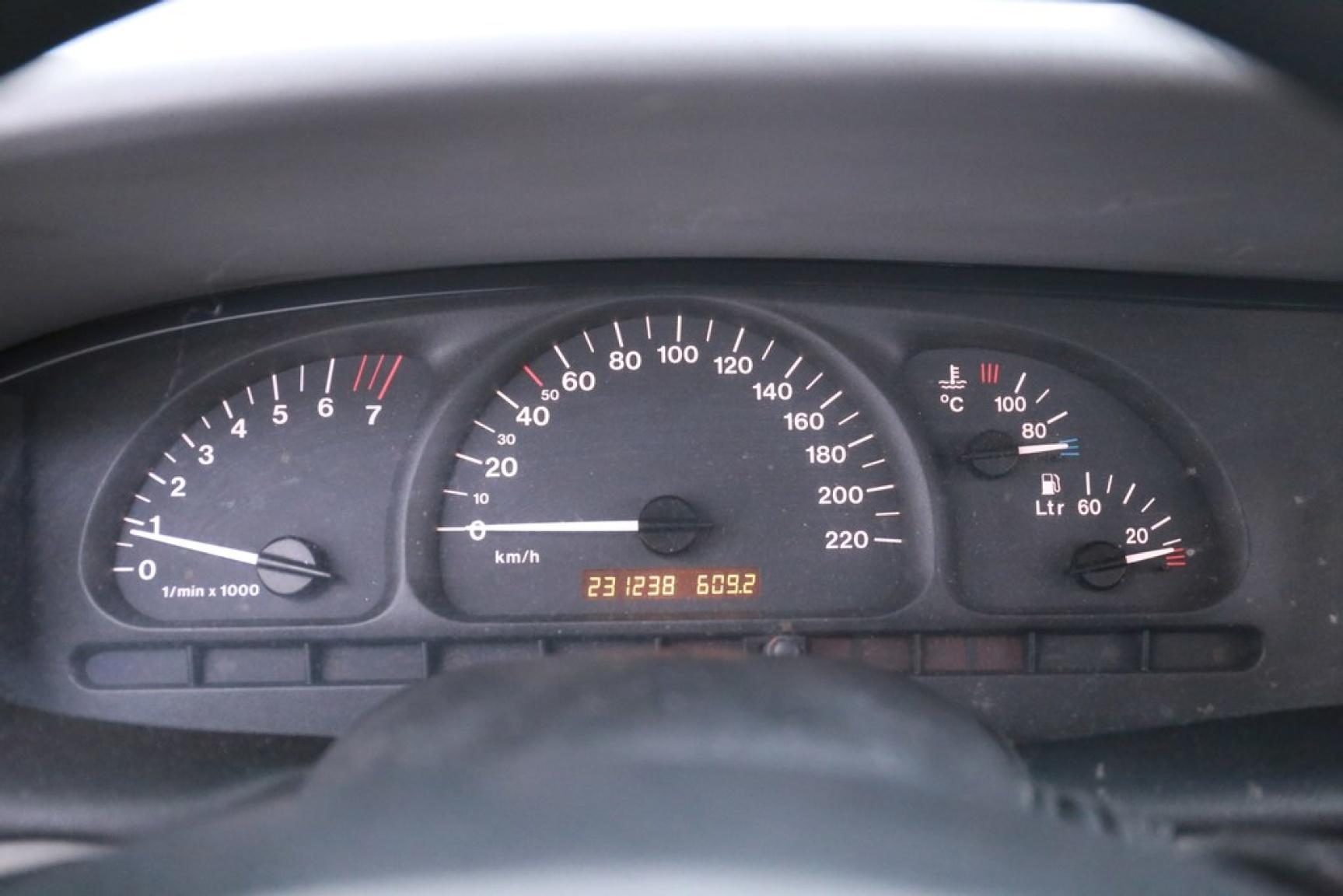 Opel-Vectra-17