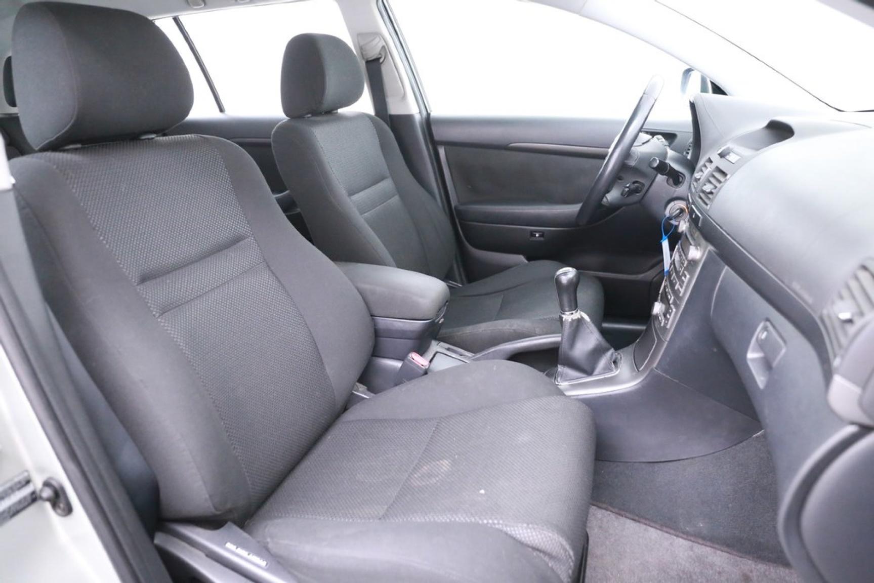 Toyota-Avensis-12