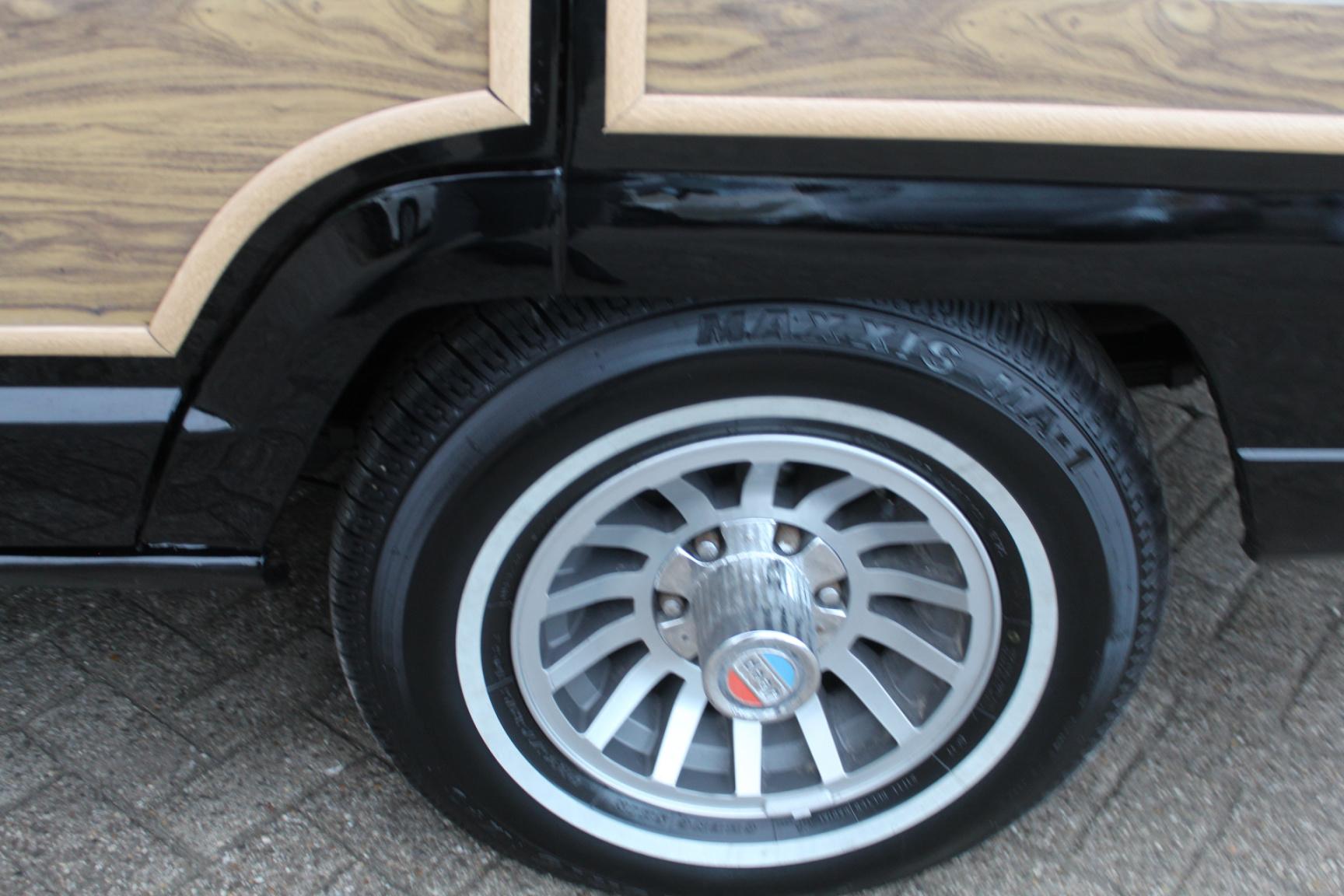 Jeep-Wagoneer-9