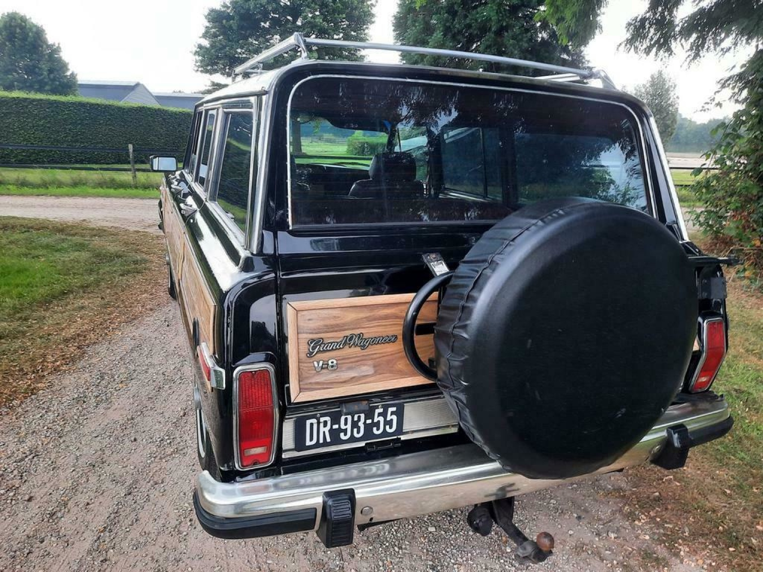 Jeep-Wagoneer-15