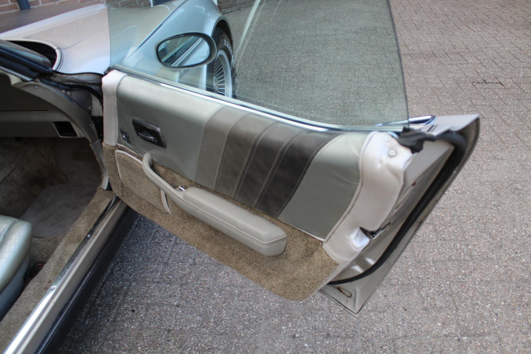 Chevrolet-Corvette-16