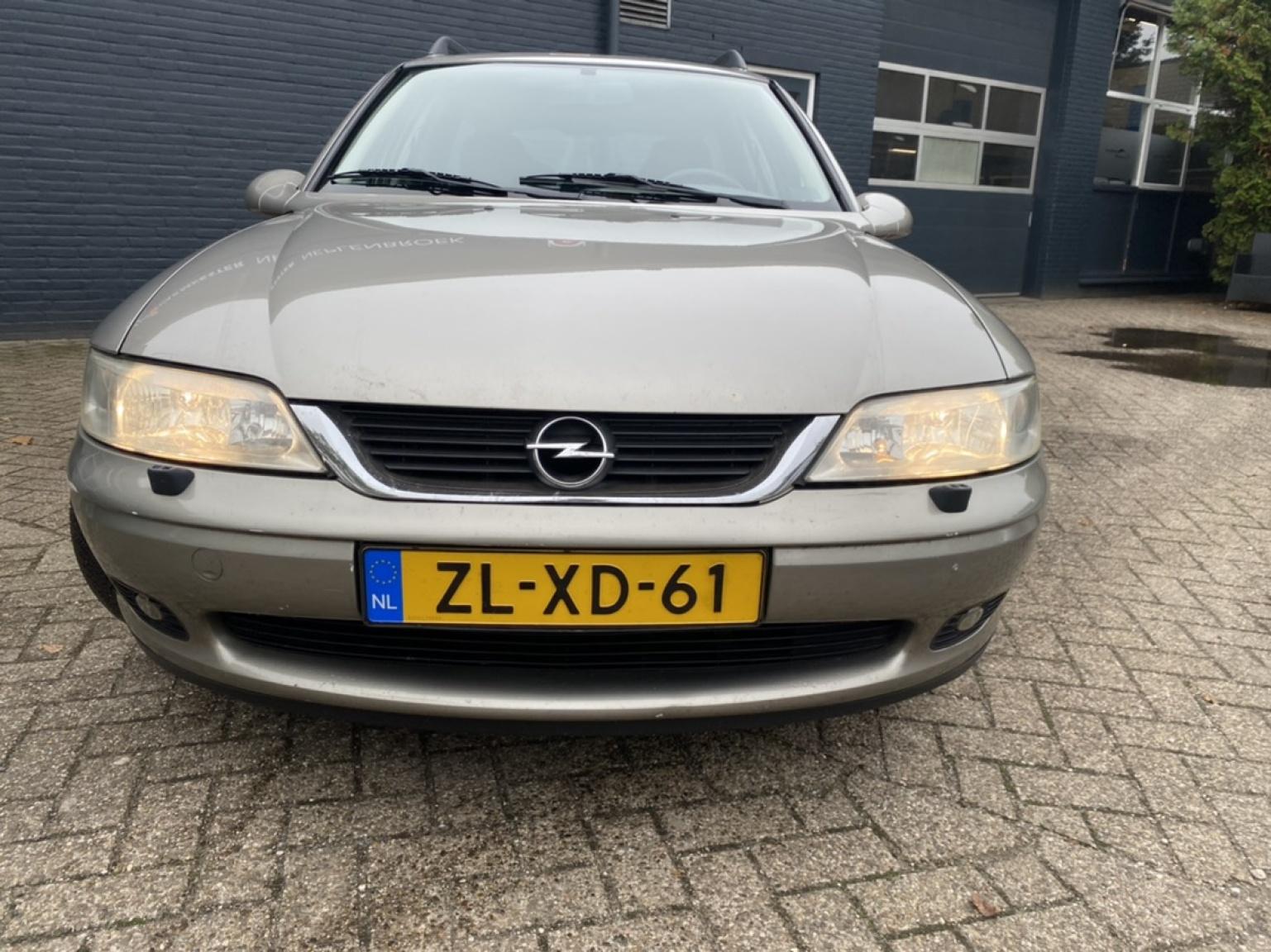 Opel-Vectra-4