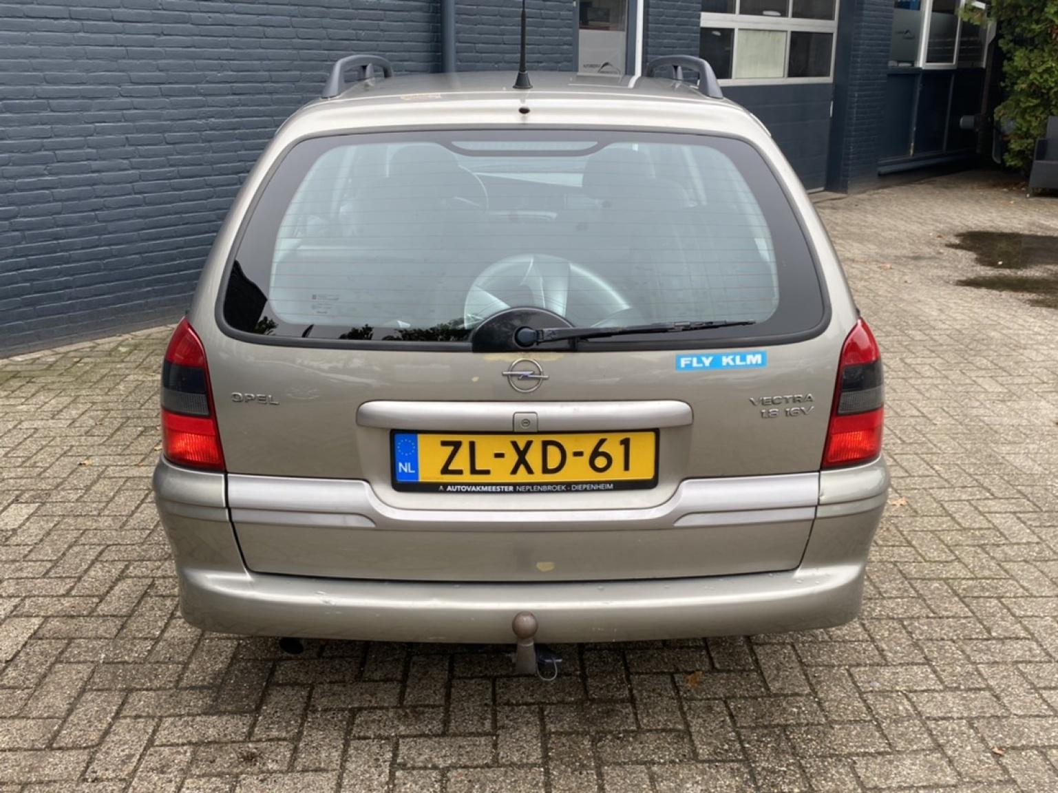 Opel-Vectra-5