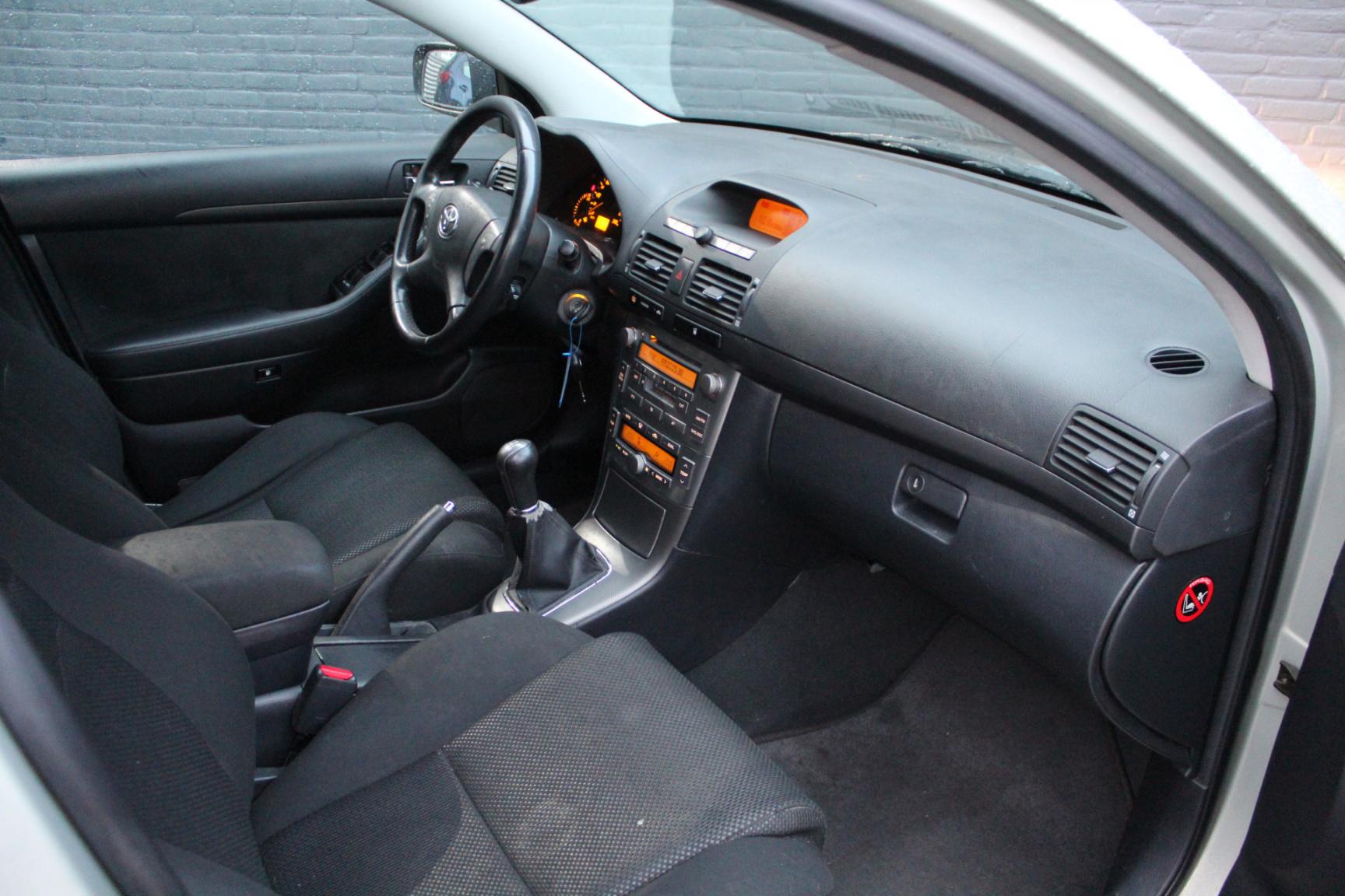Toyota-Avensis-33