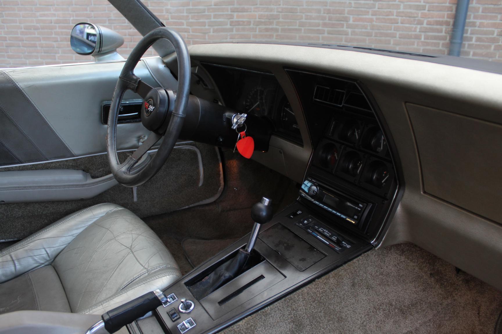 Chevrolet-Corvette-17