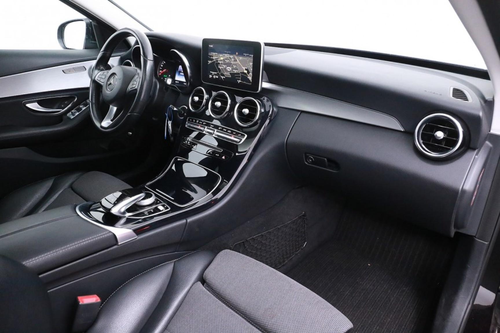 Mercedes-Benz-C-Klasse-47