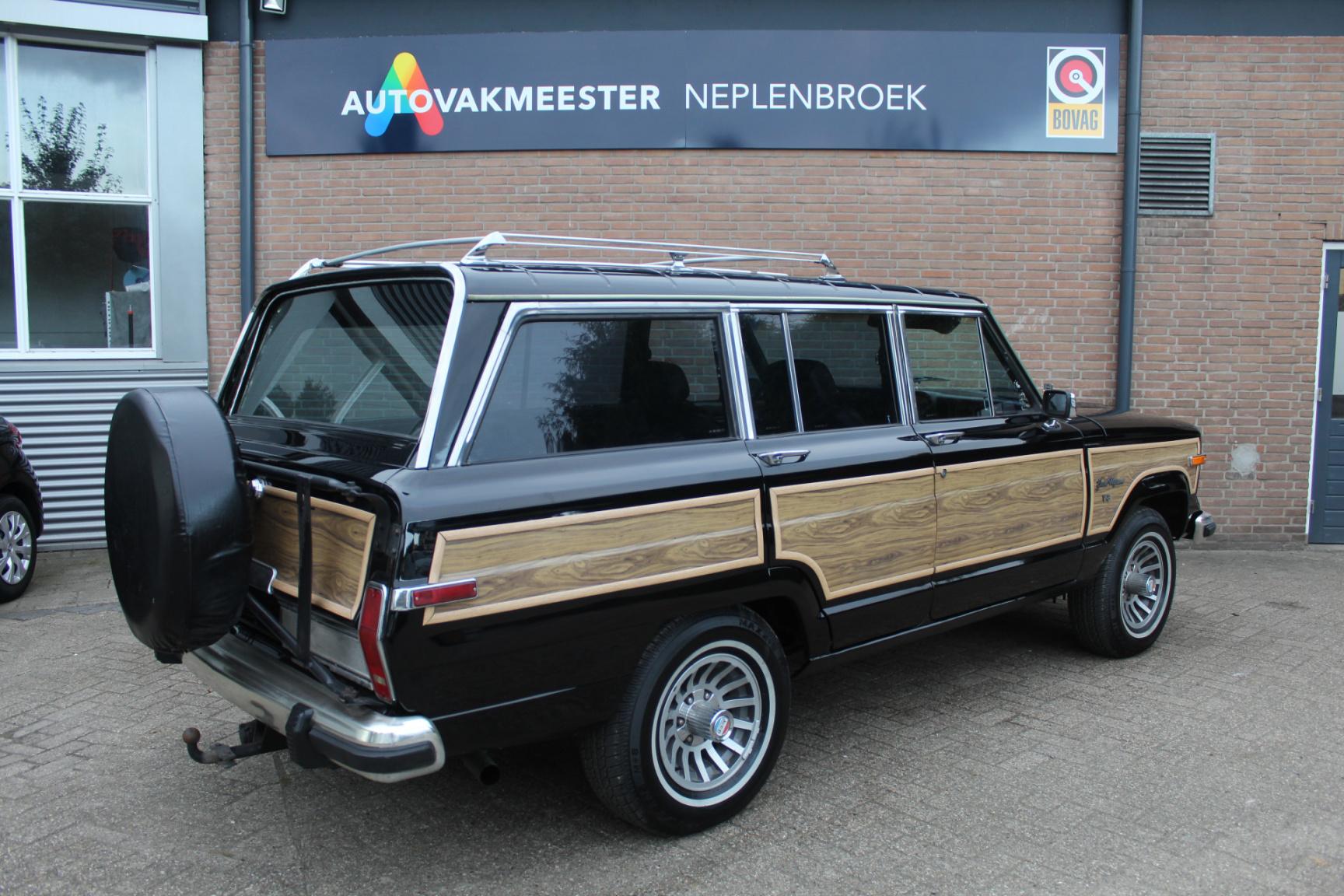Jeep-Wagoneer-1
