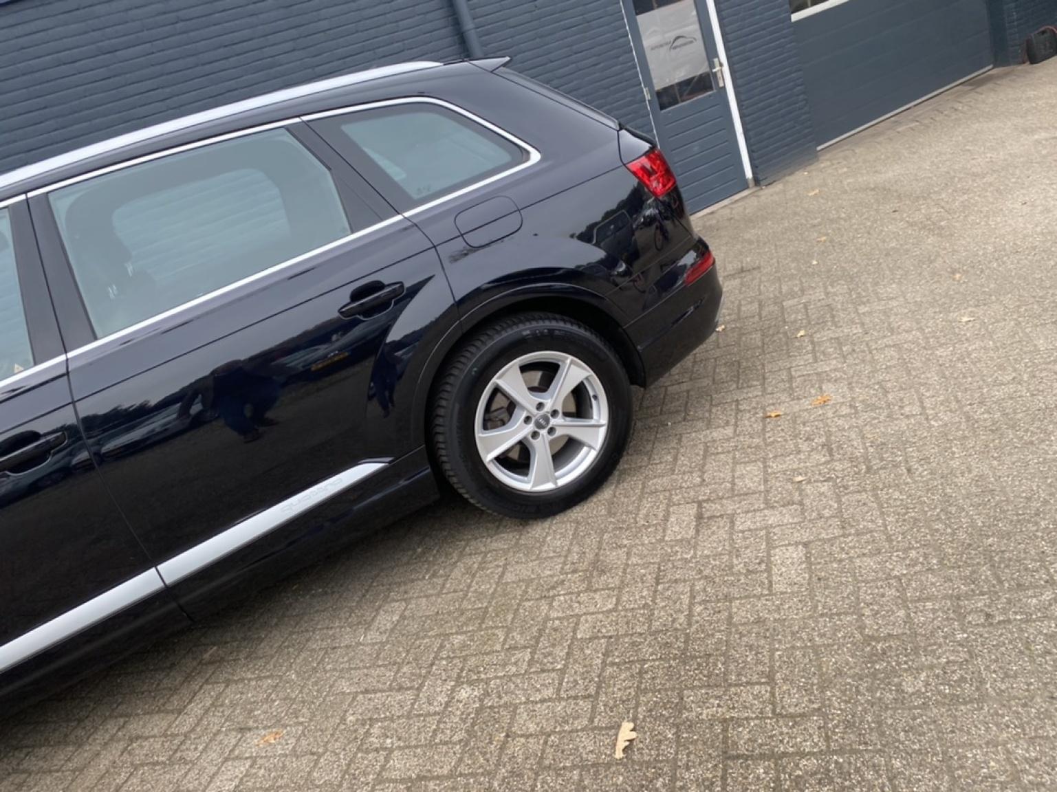 Audi-Q7-50