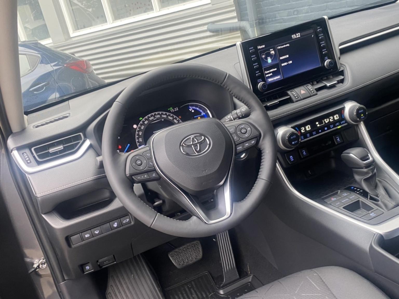 Toyota-RAV4-6