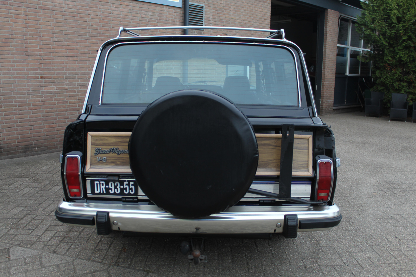 Jeep-Wagoneer-5